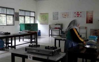 Ruang kegiatan belajar mengajar di SMK Negeri 3 Sampit.