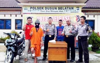 Tersangka pencuri motor, Amrulah, bersama barang bukti satu unit sepeda motor Yamaha Jupiter Z diamankan di Polsek Dusun Selatan, Kabupaten Barito Selatan, Jumat (24/2/2017).