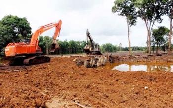 Salah satu kegiatan pembukaan lahan tanpa bakar oleh sebuah perusahaan industri di Kabupaten Pulang Pisau.