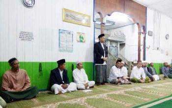 Tausyiah sesudah kegiatan Gerakan Salat Subuh berjamaah di Masjid Al-Jihad, Jalan Ahmad Yani, Kota Puruk Cahu, Sabtu (25/2/2017).