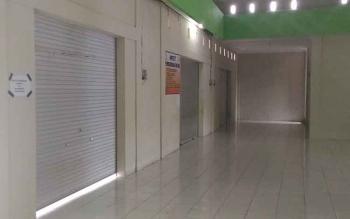 Banyak lapak di pasar baru Kuala Kurun tutup, ditinggalkan pemilik sewanya karena sepi pembeli.