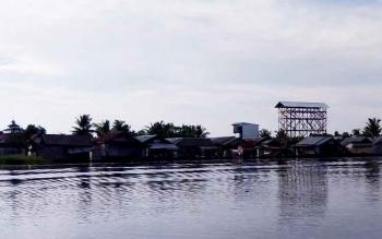 Suasana Desa Pulau Nibung jika dilihat dari Sungai Jelai.