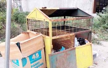 Beginilah kondisi temat sampah di pinggir Jalan Reginal Kelurahan Mendawai, Sukamara
