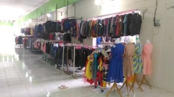 Pasar Baru Kuala Kurun, Kabupaten Gunung Mas sepi pembeli, Minggu (26/2/2017).