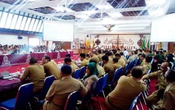 Sejumlah pejabat dari lintas instansi lingkup pemprov Kalteng dan pemkab/pemkot se-Kalteng berkumpul di AJT Kantor Gubernur untuk Rakor Karhutla, Senin (27/2/2017).