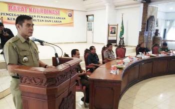Wakil Bupati Barito Utara, Ompie Herby saat menyampaikan arahan Presiden RI pada kegiatan Rakor pencegahan dan penanggulangan Karhutla 2017