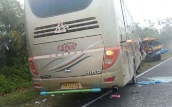 Bus Logos vs Truk Fuso tabrakan di Jalan Riwut Km 39,3, Kelurahan Sei Gohong, Kecamatan Bukit Batu, Palangka Raya, Senin (27/2/2017) pukul 01.20 WIB.