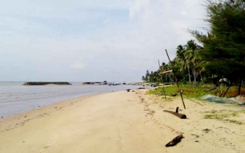Wisata Pantai Anugrah Desa Sungai Tabuk Kecamatan Pantai Lunci Kabupaten Sukamara.