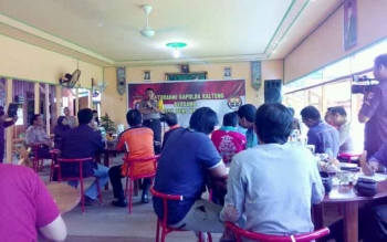Kapolda Kalteng Brigjen Pol Anang Revandoko bersilaturahmi dengan wartawan di Rumah Makan Mama Zaky, Pahandut Seberang, Selasa (28/2/2017).