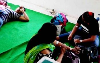 Sejumlah wanita yang terjaring razia Satpol PP usai menjalani test darah HIV/AIDS.