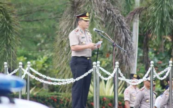 Kapolres Lamandau, AKBP Johanes Pangihutan Siboro, saat memimpin Apel Gelar Pasukan Operasi Simpatik Telabang 2017.