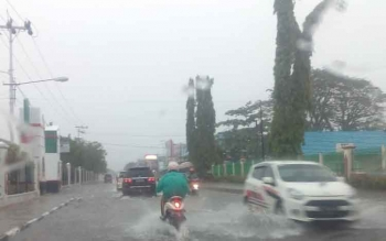 Hujan yang mengguyur Kota Palangka Raya menyebabkan banjir di beberapa titik.