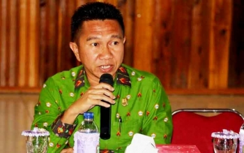 Ketua DPRD Kabupaten Sukamara, Edy Alrusnadi saat mengikuti kegiatan di Gedung Gawi Barinjam kemarin.