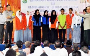 Buapti Kapuas Ben Brahim S Bahat bersama Kapolres Kapuas AKBP Jukiman Situmorang menyosialisasikan bahaya narkoba kepada siswa SMA di Kantor Camat Kapuas Murung, Rabu (1/3/2017) pagi.