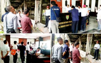 Rekonstruksi peristiwa terbakarnya gedung kantor gubernur oleh penyidik Direktorat Reserse Kriminal Umum Polda Kalteng dan Polres Palangka Raya.