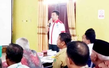 Dokter Rehabilitasi Narkoba Sukamara, Ade Sofyan saat menyampaikan sosialiasi hanya mengkonsumsi narkoba kepada peserta.