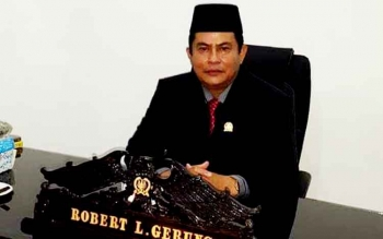 Wakil Ketua satu Robert Linuh Gerung Anggota DPRD Kabupaten Kapuas politisi Kepala Banteng Moncong putih(PDIP)