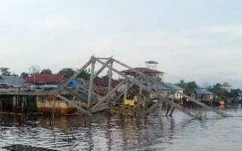 Jembatan Desa Ramban yang roboh saat tahap pengerjaan beberapa waktu lalu.