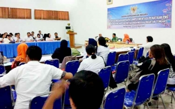 Pejabat Badan Kepegawaian Nasional memberi pembekalan pada Rapat Implementasi Penataan PNS di lingkungan Pemprov Kalteng yang berlangsung di Aula BKD Kalteng, dua hari, 1-2 Maret 2017.