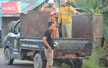 Salah satu armada angkutan sampah yang digunakan untuk kebersihan Kuala Pembuang.