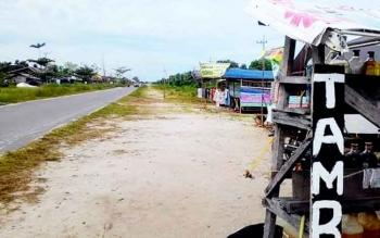 Bangunan liar di Jalan Yos Sudarso kawasan baru Palangka Raya masih saja berdiri. Padahal pemkot telah memasang spanduk larangan mendirikan bangunan di lokasi tersebut.