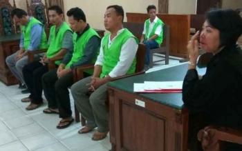 Kawanan pencuri di rumah Alfred Antonius alias Ahok saat menjalani sidang di Pengadilan Negeri Palangka Raya.