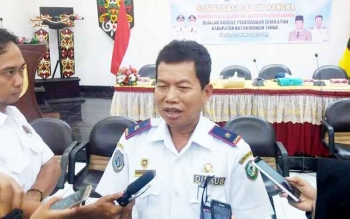 Kepala Dinas Perhubungan Kotim Fadlian Noor saat diwawancarai wartawan.