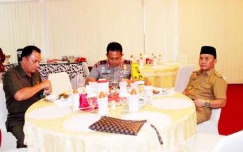 Gubernur Sugianto Sabran saat makan siang bersama Kapolda Kalteng Brigjen Pol Anang Revandoko, beberapa waktu lalu.