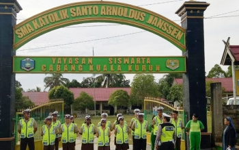 Pelajar SMA Katolik Santo Arnoldus Janssen, Kuala Kurun, Kabupaten Gunung Mas mengikuti pelatihan Patroli Kemanan Sekolah, Sabtu (4/3/2017).