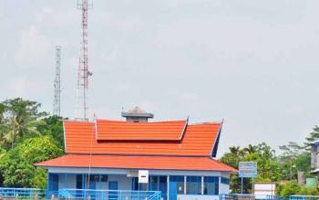 Penggunaan aplikasi yang menggunakan jaringan internet menjadi kebutuhan pemkab dalam meningkatkan efektifitas, dan produktifitas kerja. Tampak gambar sejumlah tower jaringan telekomunikasi juga untuk internet di Kecamatan Pandih Batu.