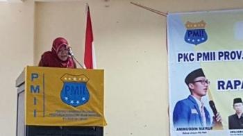 Asisten Pemerintahan dan kesejahteraan Rakyat, Eka Murni, menyampaikan pesan gubernur Kalteng Sugianto Sabran kepada seluruh organisasi mahasiswa yang hadir dalam pelantikan dan Rakerda yang dilaksanakan PC PMII dan PKC PMII Kalteng.