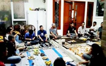 Rapat rukun tetangga di Kelurahan Madurejo rutin digelar minimal tiga bulan sekali.