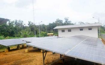 Pembangkit Listrik Tenaga Surya (PLTS) terpusat di Desa Tumbang Kanei Kecamatan Sanaman Mantikei ini mampu menerangi seluruh rumah yang ada sekitar 75 unit rumah.