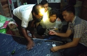 Aparat Polres Pulang Pisau memperlihatkan barang bukti sabu
