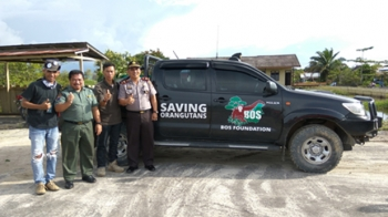 Kapolsek Kapuas Tengah Iptu John Digul Manra bersama Tim BOS Nyaru Menteng dan BKSDA Kalteng.