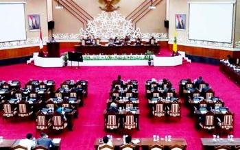 Rapat paripurna ke-2 di Gedung DPRD Kalteng , Senin (6/3/2017). Rapat ini digelar dengan penyampaian pengantar gubernur terkait pengajuan dua Raperda