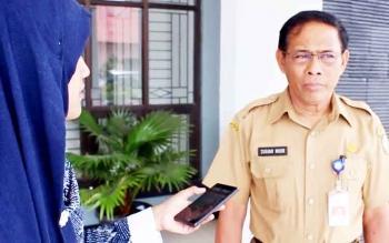Asisten I Setda Kotim Sugian Noor saat memberikan keterangan pers tentang kades jadi pengedar narkoba, Senin (6/3/2017)