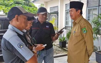 Wakil Bupati Kapuas Muhajirin memberikan keterangan ke awak media, Senin (6/3/2017).