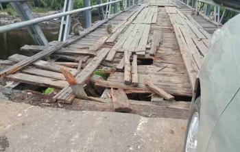 Kondisi terakhir kerusakan jembatan penghubung Kuala Pembuang - Sampit sebelum diperbaiki Dinas PUPR Seruyan, Senin (6/3/2017).