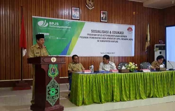 Wakil Bupati Kapuas Muhajirin membuka sosialisasi dan edukasi tentang BPJS Ketenagakerjaan kepada seluruh pegawai non ASN, Senin(6/3/2017).