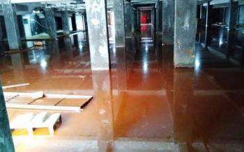 Air menggenangi basement kantor baru Bupati Pulang Pisau, Senin (6/3/2017).