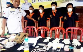 Aksi tutup mulut para tersangka narkoba menyulitkan polisi mengungkap jaringan narkoba dan bandar besar dibalik peredaran narkoba di Kobar.