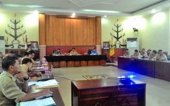 Suasana rapat penanganan sarang burung walet di Aula Peteng Karuhei II, Selasa (7/3/2017).