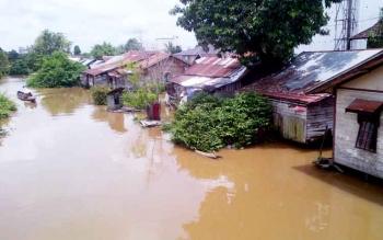Sebagian pemukiman penduduk di Kota Buntok mulai terancam banjir