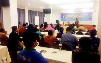 Kepala Balai Bahasa Kalimanta Tengah, Haruddin saat membuka acara Di depan puluha wartawan media cetak dan elektronik di Palangka Raya, Selasa (7/3/2017).
