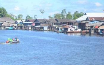 Sungai Jelai merupakan pembatas antara Kabupaten Sukamara, Kalimantan Tengah dengan Kabupaten Ketapang, Kalimantan Barat.