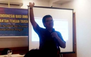 Kepala Balai Bahasa Kalimantan Tengah, Haruddin saat memberikan sambutan dalam acara penyuluhan Bahasa Indonesia pada puluhan awak media di Palangka Raya, Selasa (7/3/2017).