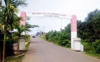 Gerbang desa masuk Desa Tahujan Ontu, Kecamatan Tanah Siang Selatan.
