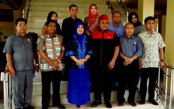 Anggota Komisi II DPR RI , Rahmat Nasution Hamka foto bersama anggota DPRD Barito Utara