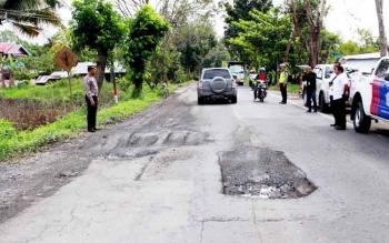 Satuan Lalulintas Polres Kapuas bersama Dinas PU melakukan pemetaan di titik rawan lakalantas Jakan Trans Kalimantan, Kecamatan Kapuas Timur.